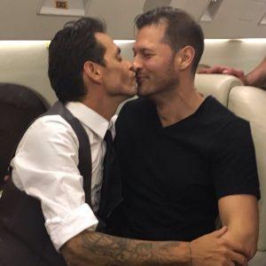 marc-besando-hombre