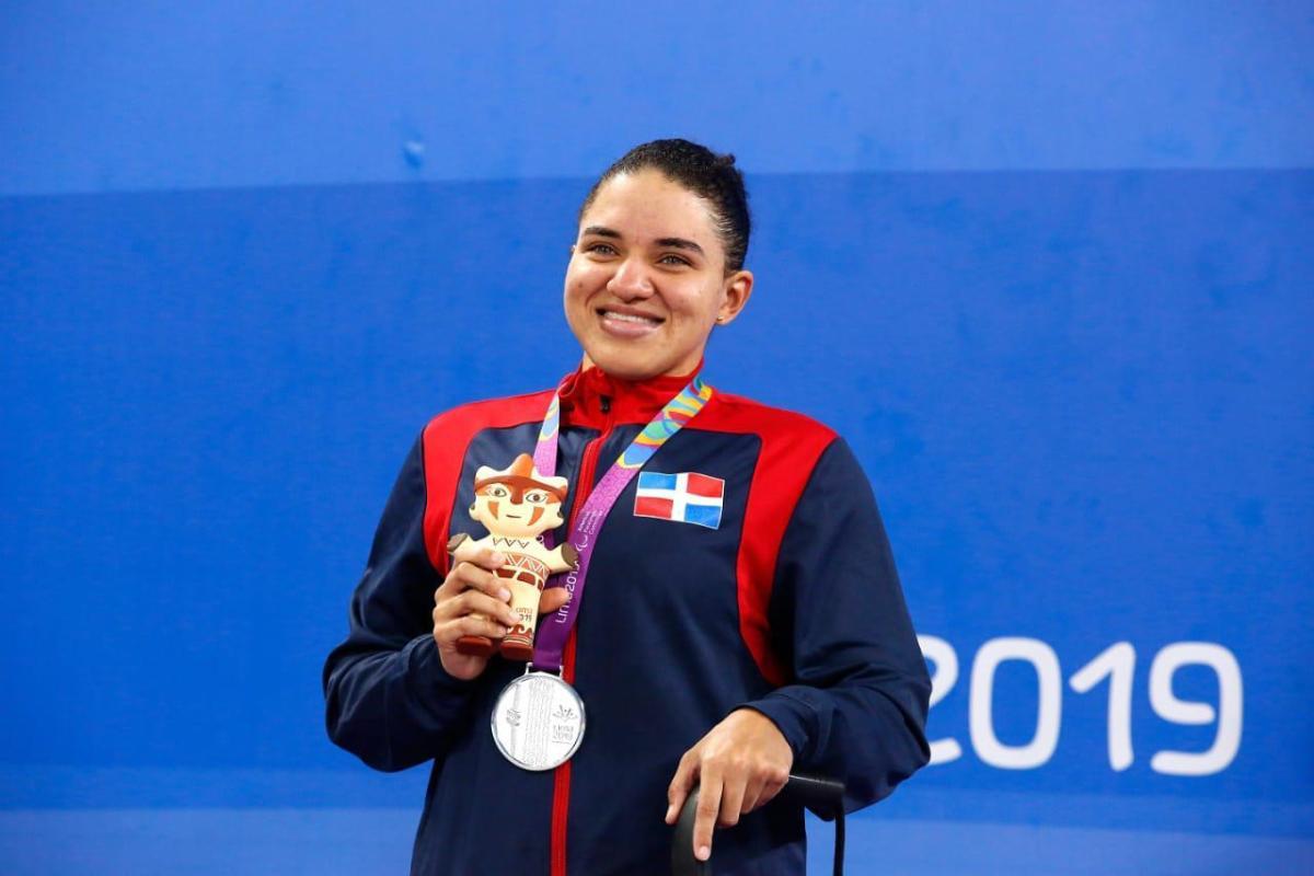 La atleta paralímpica, Alejandra Aybar habló en representación de los atletas.