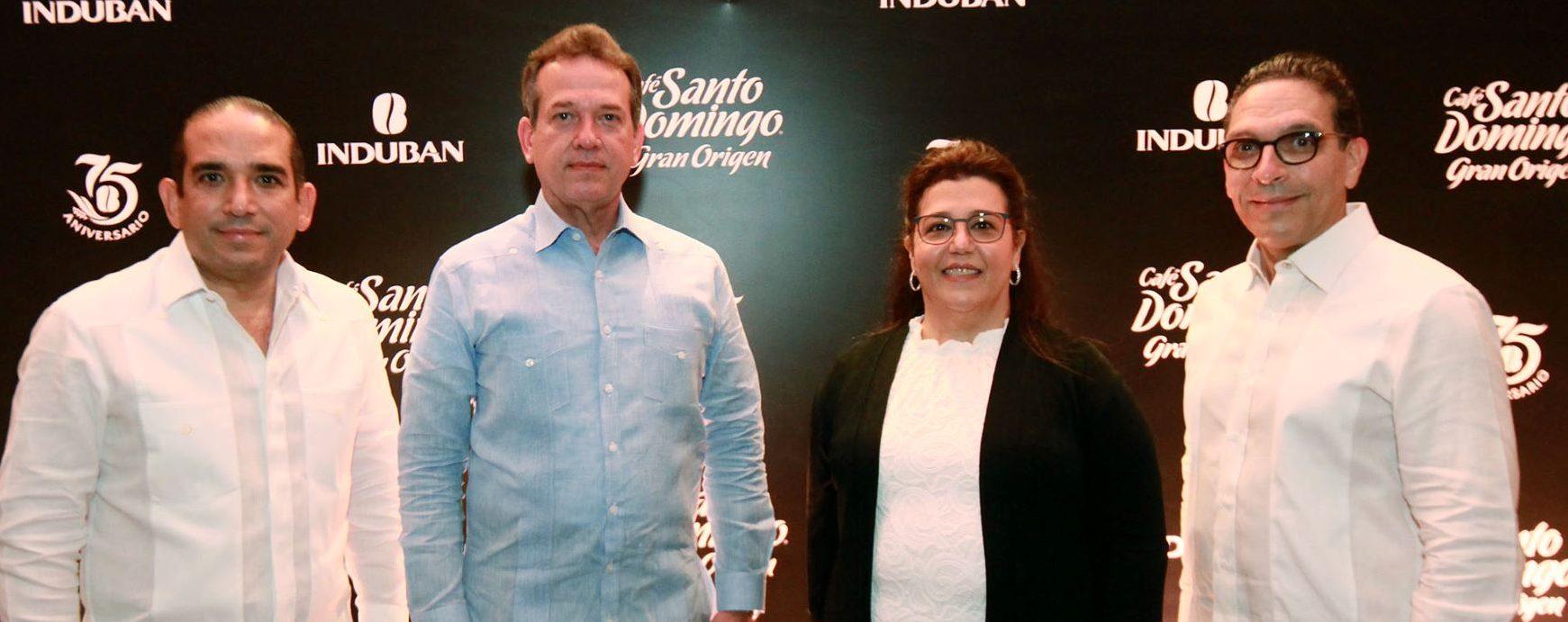 Manuel Poso Perelló, Ito Bisonó, Kirshis de Estévez, Jorge Perelló durante la presentación de los tres nuevos productos de origen de Café Santo Domingo.