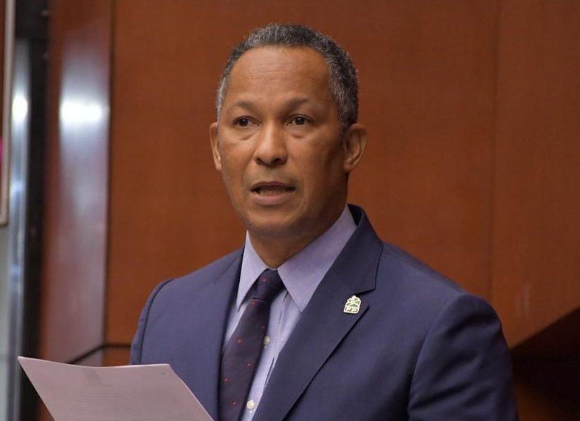 El senador Dioni Sánchez fue escogido como vocero de La Fuerza del Pueblo.