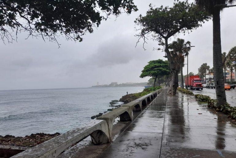 El Malecón de Santo Domingo durante el paso de la tormenta Fred con vientos y lluvias por la ciudad capital.
