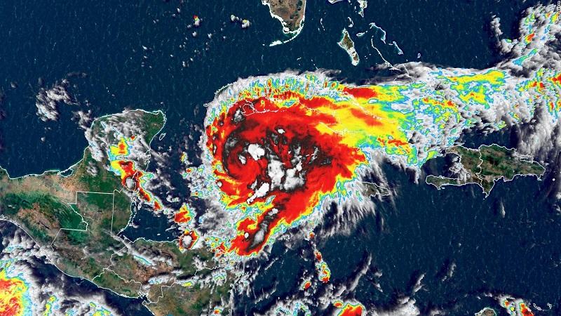 La Oficina Nacional de Meteorologia informó que el huracán Grace se ubica a unos 400 km al este de Tulum, México.