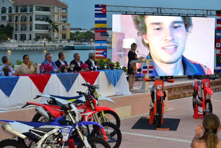 Miembros de La Fédération Internationale de Motocyclisme (FIM), la Federación Dominicana de Motociclismo (FDM) y Terra Inferno de Cap Cana, durante el anuncio del evento.