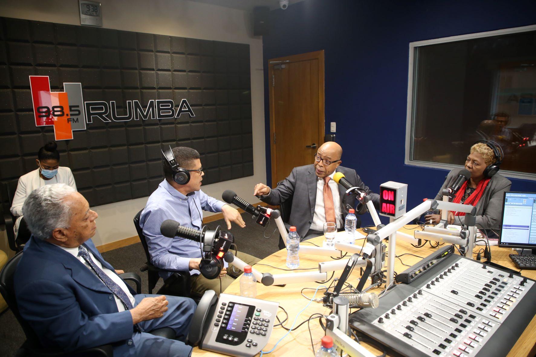 """Alfredo Pacheco durante su participación en el programa """"Rumbo de la mañana""""."""