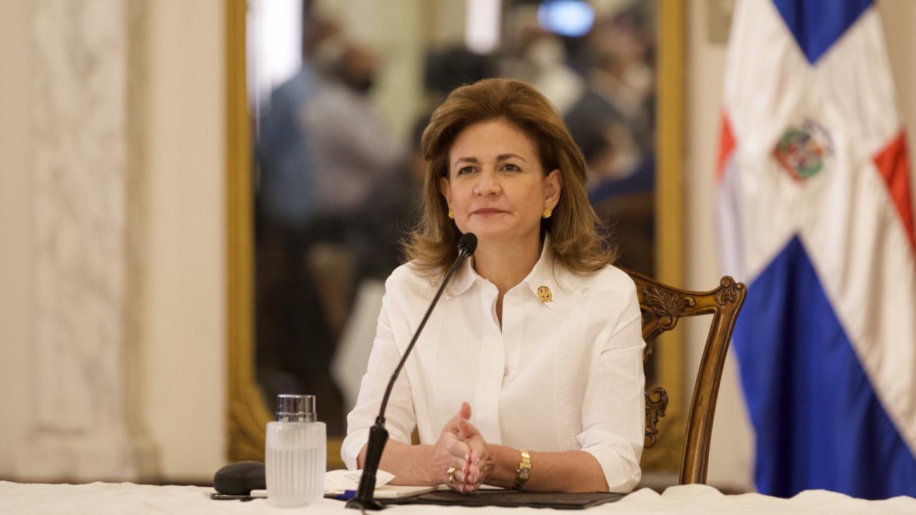 A través de la vicepresidenta Raquel Peña, el gobierno anuncio una jornada de vacunación nocturna.