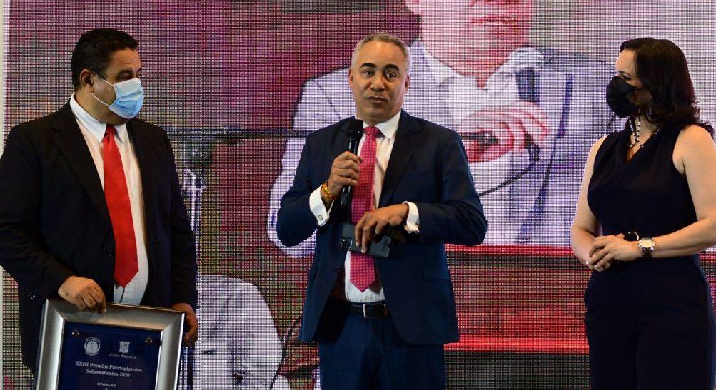El periodista puertoplateño severo rivera recibió el premio Puertoplateños Sobresalientes 2020.