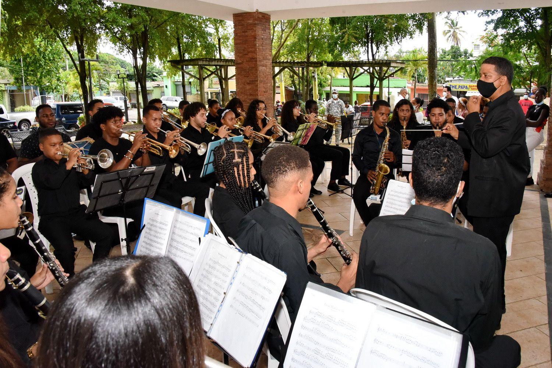 """""""Sonidos de mi tierra"""" fue presentado el pasado domingo en el sector de Villa Mella por el Ministerio de Cultura."""