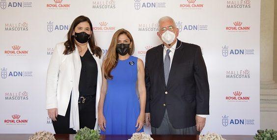 Maite Mallén, Carolina Mejía y José Mallén.