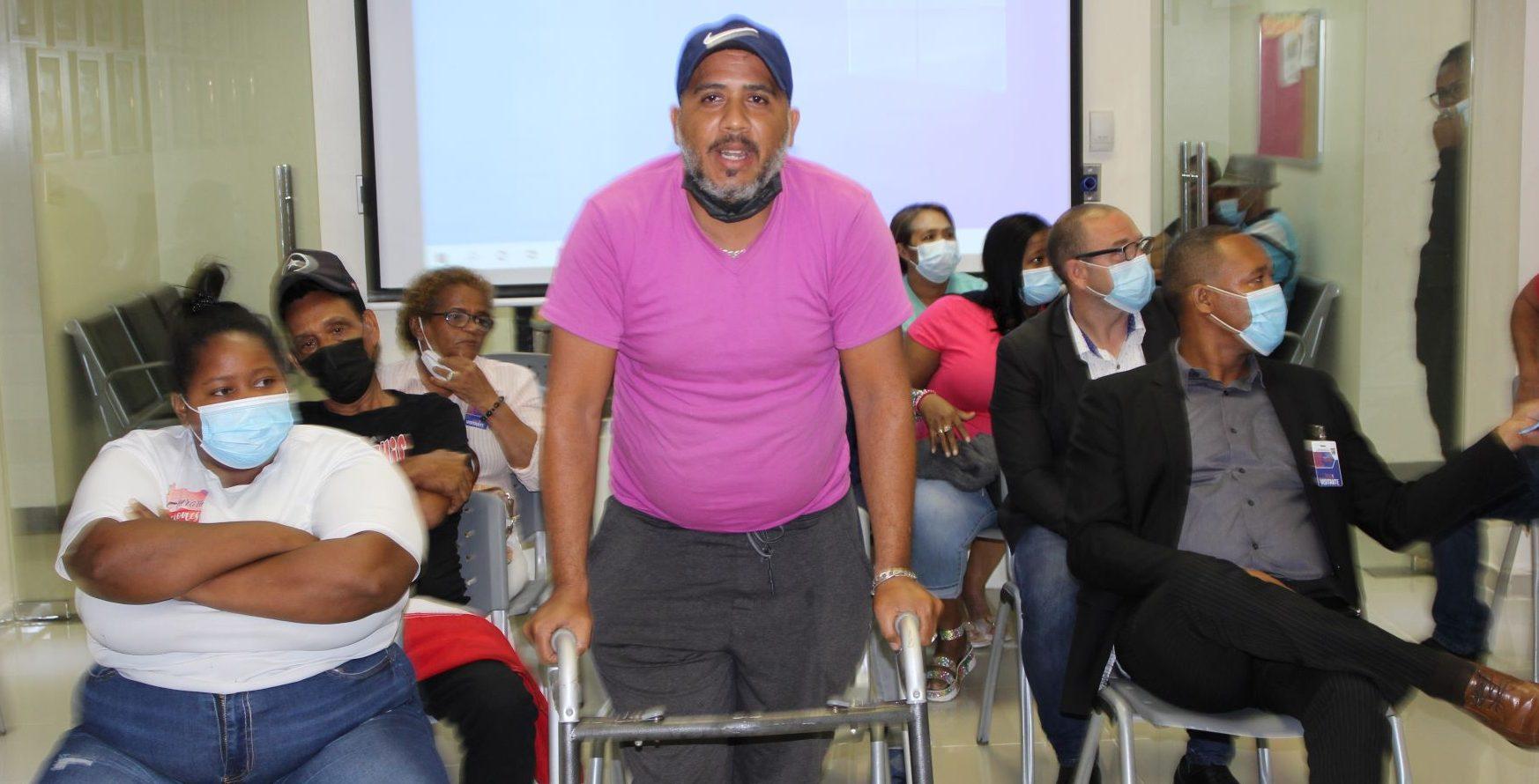 Exempleados del Ayuntamiento Santo Domingo Norte exigen el pago de sus prestaciones.