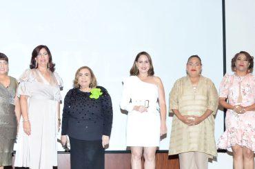 Nueva directiva de las cronistas sociales presidida por Mirna Pimentel.