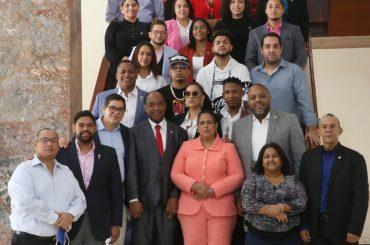 Urbanos y diputados se reunieron en la Cámara de Diputados.