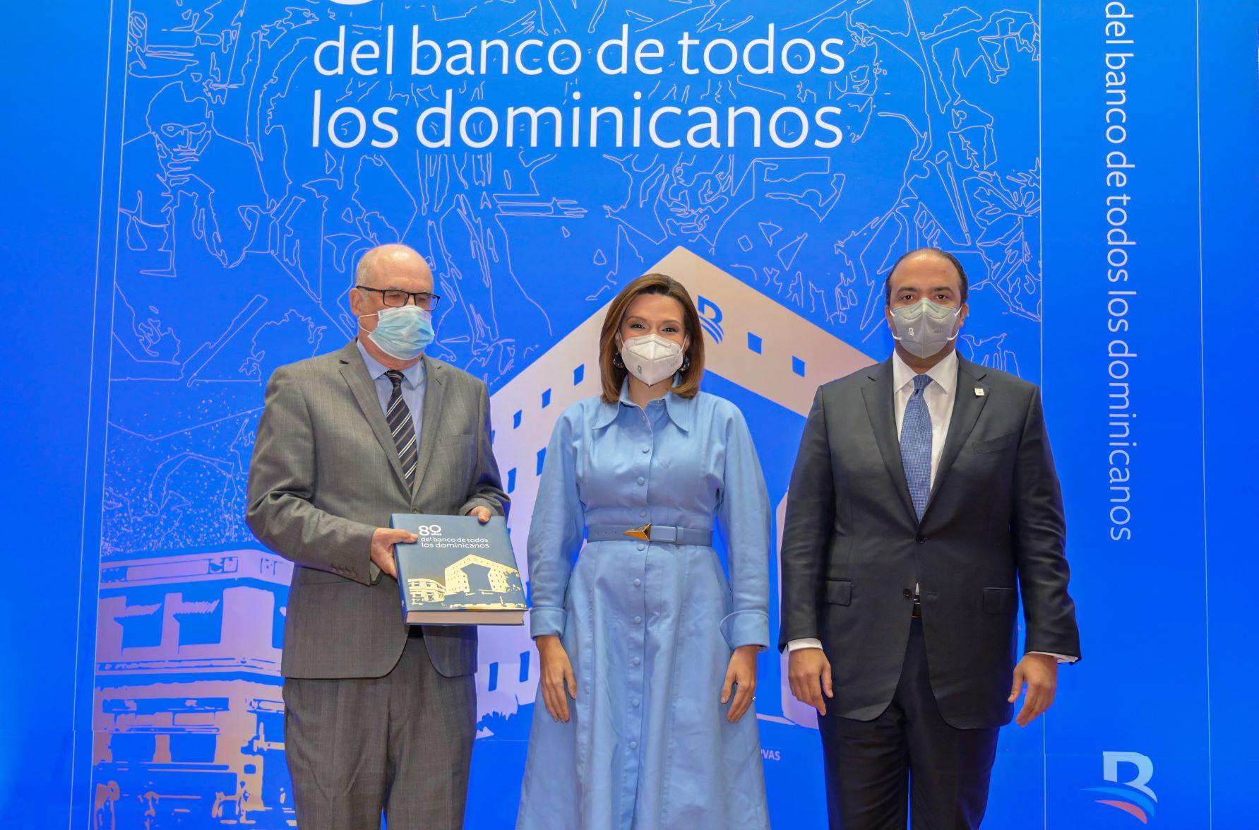 """Puesta en circulación de Banreservas, del libro """"80 años del Banco de todos los dominicanos""""."""